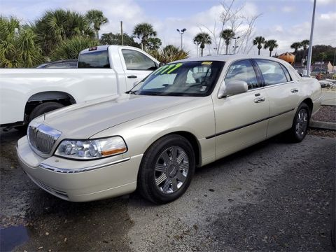 Pre-Owned 2003 Lincoln Town Car Cartier